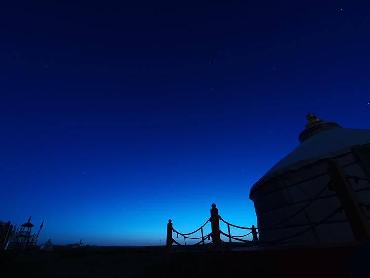 草原的夜色,美丽的蒙古包